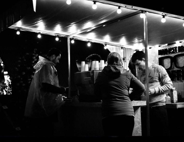 Hofbogen ondernemer: Man met bril koffie, festival