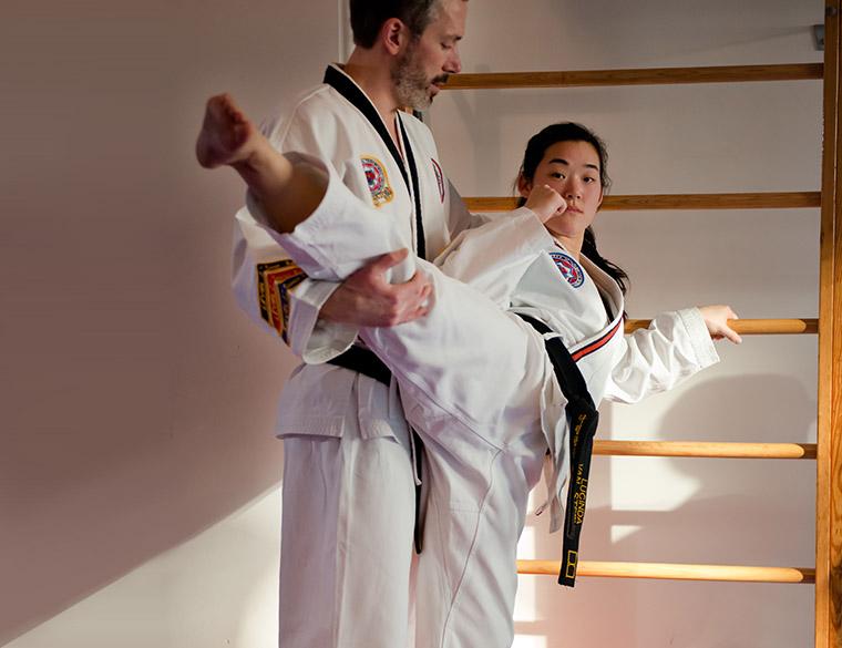 Hofbogen ondernemer: OM martial arts, tae kwon do,groepsfoto