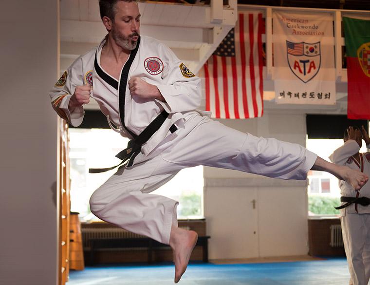 Hofbogen ondernemer: OM martial arts, luchtschop