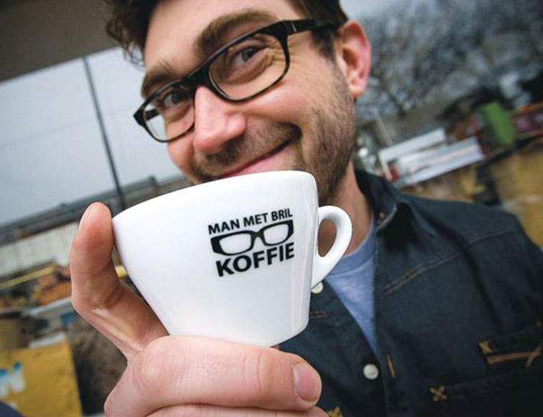 Hofbogen ondernemer: Man met bril koffie, bril