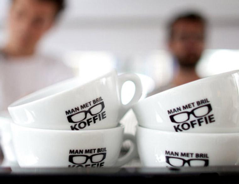 Hofbogen ondernemer: Man met bril koffie, koffiekopjes